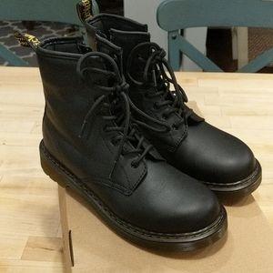 NWB Dr martens black 1460 Y size 6